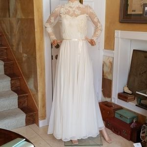Beautiful Vintage Sheer Lace Wedding Gown